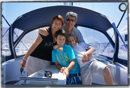 family sailing Archipel