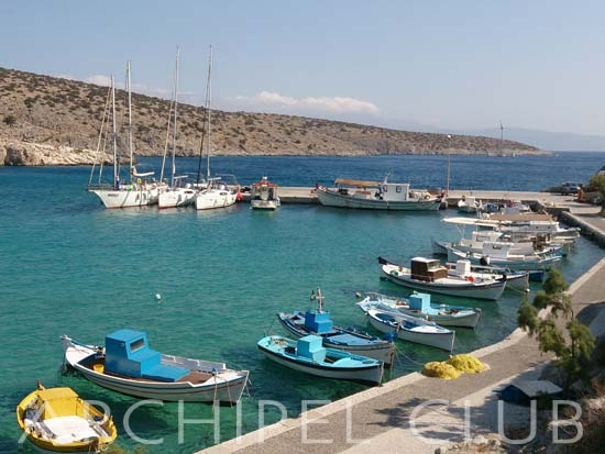 Like most of small Cycladic ports, Iraklia is peaceful picturesque and clean tradiotnal harbour.