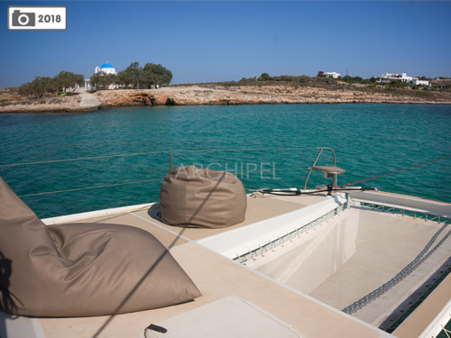 At anchor and smooth sailing beanbags and trampoline nets invite to long moments of relaxation.