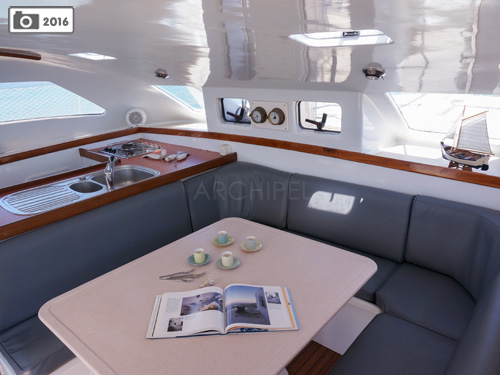 The panoramic galley and lounge allow access to the cabins and bathrooms.